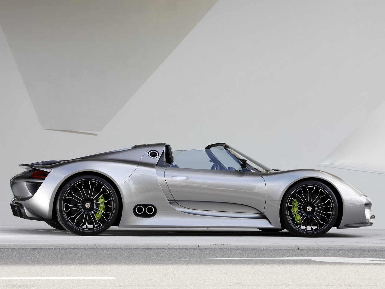 porsche 918 spyder concept precio porsche 918 spyder purchase price to nudge 750 000 photos 1. Black Bedroom Furniture Sets. Home Design Ideas