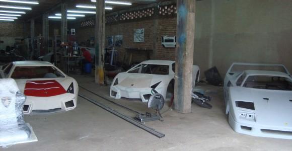 Ferrari 458 Italia, F40 y Lamborghini Reventón hechos en México