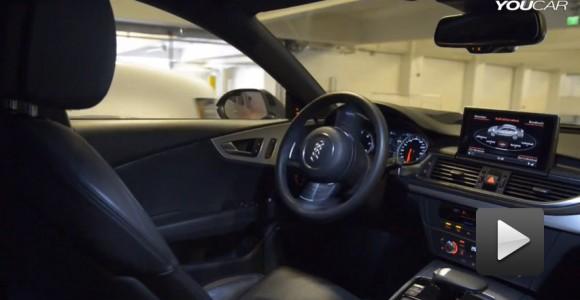 Un Audi que navega un estacionamiento y se estaciona por si solo